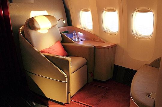 des fauteuils en cuir les cabines de luxe des avions sur. Black Bedroom Furniture Sets. Home Design Ideas