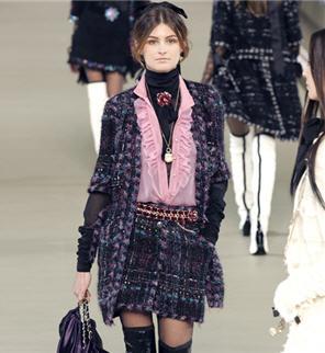 Enquête Vous et les symboles de la France   tailleur Chanel 99f1b241a36