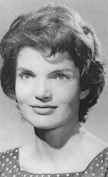 1951 - Portrait de <b>Jacqueline Lee</b> Bouvier, à l'âge de 24 ans. - 05
