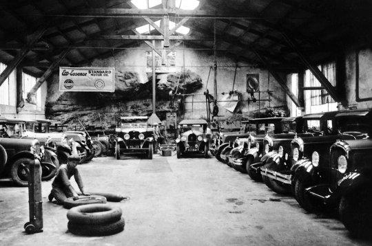 garages ambiances d 39 hier dominique bagneux garage grotte