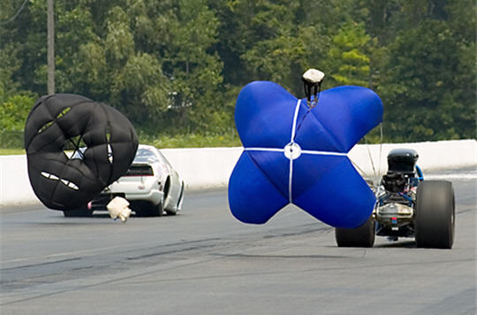 les plus belles images de dragster freinage par parachute. Black Bedroom Furniture Sets. Home Design Ideas