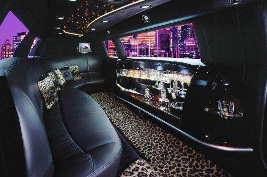 La location de limousine en images for Interieur limousine