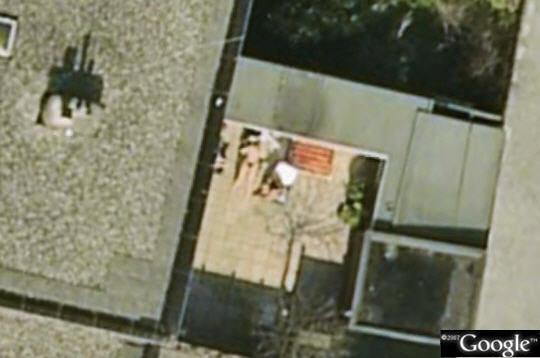 tout nu tout bronz 50 lieux insolites et in dits vus par google earth sur l 39 internaute high. Black Bedroom Furniture Sets. Home Design Ideas