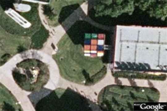 casse t te g ant 50 lieux insolites et in dits vus par google earth sur l 39 internaute high tech. Black Bedroom Furniture Sets. Home Design Ideas