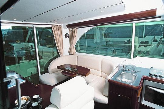 un int rieur spacieux nouveaut s b n teau vedettes et bateaux moteur sur l 39 internaute mer. Black Bedroom Furniture Sets. Home Design Ideas