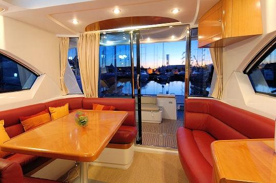 l 39 int rieur nouveaut s b n teau vedettes et bateaux moteur sur l 39 internaute mer et voile. Black Bedroom Furniture Sets. Home Design Ideas