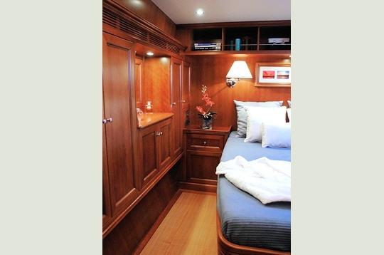 La chambre un yacht de luxe moderne pour naviguer en for Chambre de la famille