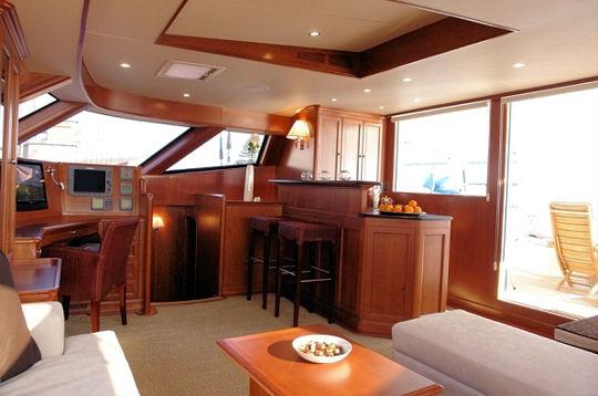 la pi ce vivre un yacht de luxe moderne pour naviguer. Black Bedroom Furniture Sets. Home Design Ideas