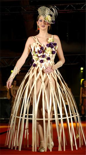 Défilés de robes en bois