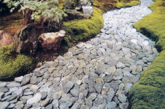 nature le jardin se jette l 39 eau le jardin de shinnyo in. Black Bedroom Furniture Sets. Home Design Ideas