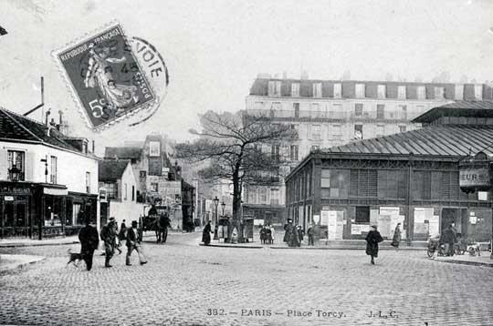 La place de Torcy et son marché