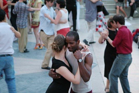 soir es dansantes sur les quais de seine paris au son du tango. Black Bedroom Furniture Sets. Home Design Ideas