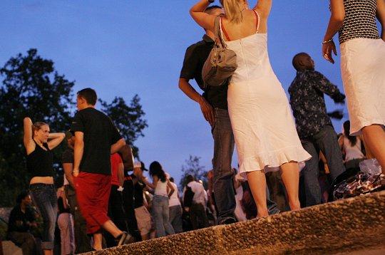soir es dansantes sur les quais de seine soir e parisienne. Black Bedroom Furniture Sets. Home Design Ideas