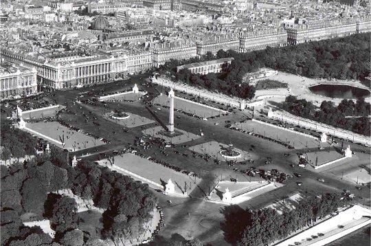 Paris vue de haut en 1950 la place de la concorde for Salon de l emploi place de la concorde