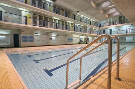 Paris la piscine des amiraux xviiie style paquebot for Piscine des amiraux