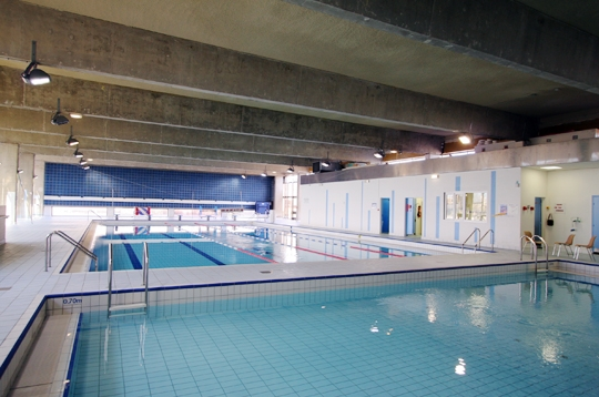 Paris la piscine emile anthoine xve accessible aux for Piscine emile anthoine