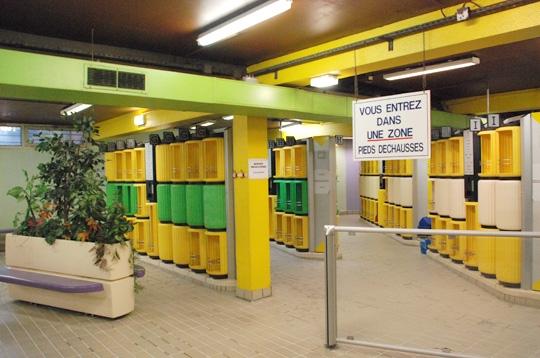 Paris la piscine roger le gall xiie les vestiaires for Vestiaires piscine
