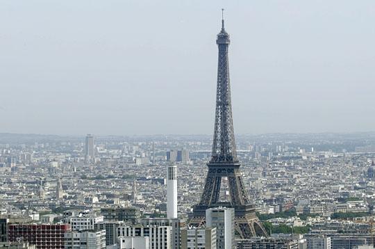 La tour eiffel survolez la capitale en h licopt re sur l 39 internaute paris - Les dimensions de la tour eiffel ...