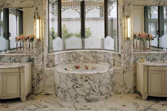 paris visite en images du meurice des salles de bain de luxe. Black Bedroom Furniture Sets. Home Design Ideas