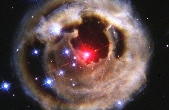 Pour le plaisir des yeux, des images de Hubble Erupting-star