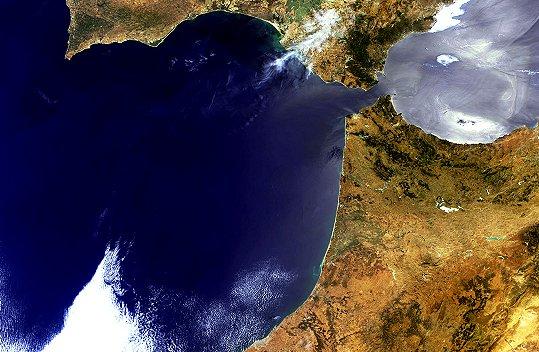 en images   la terre vue par satellite   gibraltar