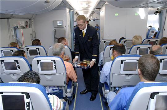 Airbus a 380 premier vol avec passagers for Avion airbus a380 interieur