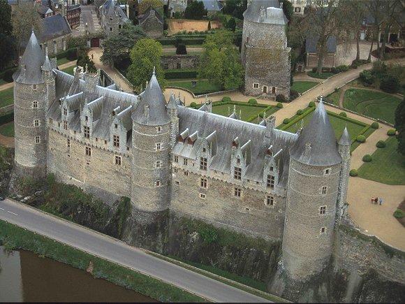 Son histoire : Rebâtie par Olivier de Clisson au XIVe siècle, le ...