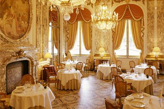 les palaces parisiens le meurice. Black Bedroom Furniture Sets. Home Design Ideas