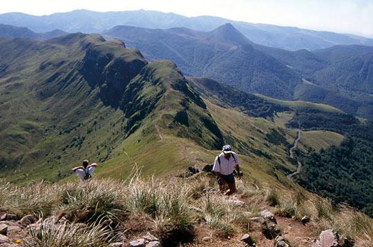 le parc naturel des volcans d u0026 39 auvergne