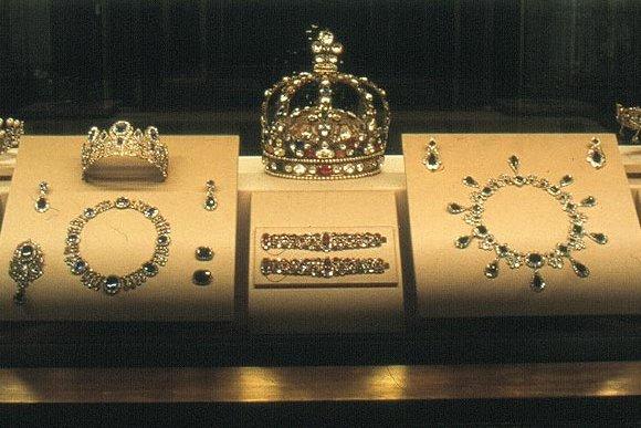 bijoux de la couronne   le diaporama de l u0026 39 exposition des