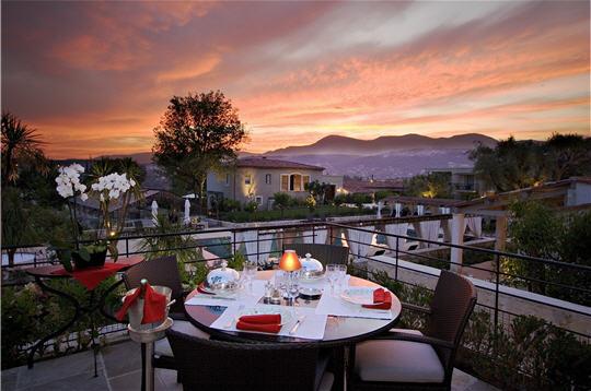 La table de pierre un petit coin de paradis en provence - Hotel le mas du soleil salon de provence ...