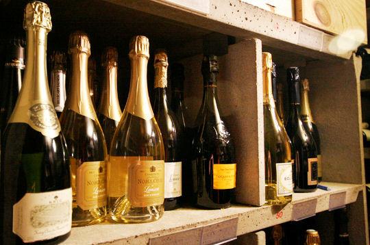 Visite de la cave vin du restaurant michel rostang for Restaurant michel rostang