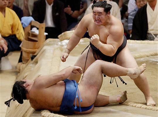 Combat Japonais diaporama sur les impressionnants combats de sumo, art ancestral