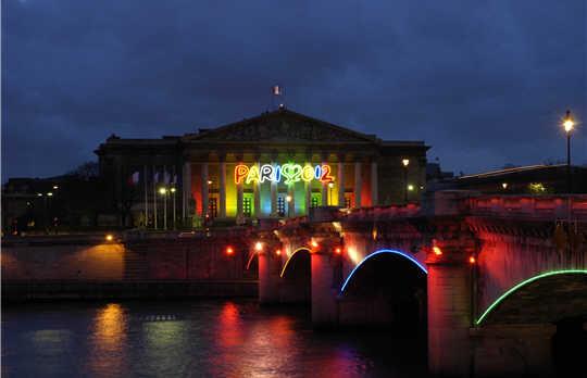 paris 2012   sur la seine  pont de la concorde et
