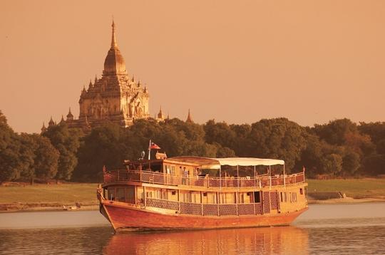 Embarcations de charme au fil des fleuves