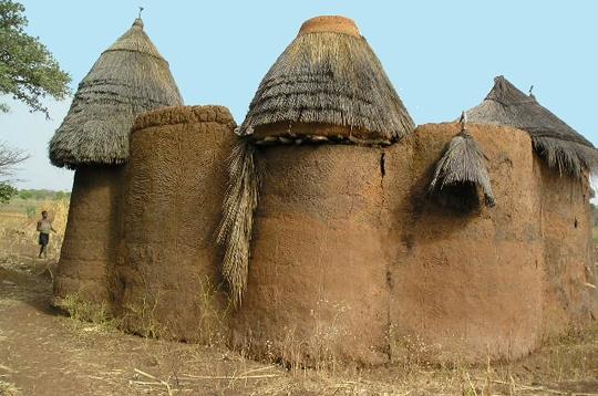 Voyager habitats du monde tata somba - Les differentes habitations dans le monde ...