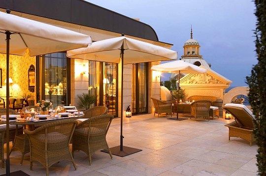 voyager luxe monaco terrasse priv e de la suite. Black Bedroom Furniture Sets. Home Design Ideas