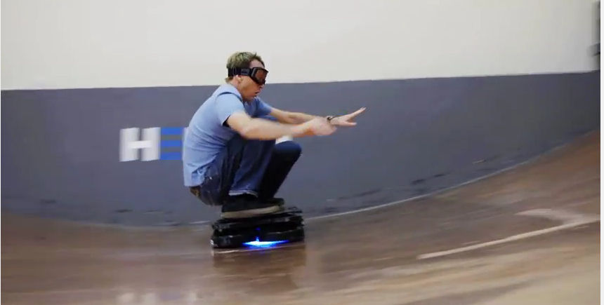 hoverboard le skate volant de retour vers le futur existe. Black Bedroom Furniture Sets. Home Design Ideas